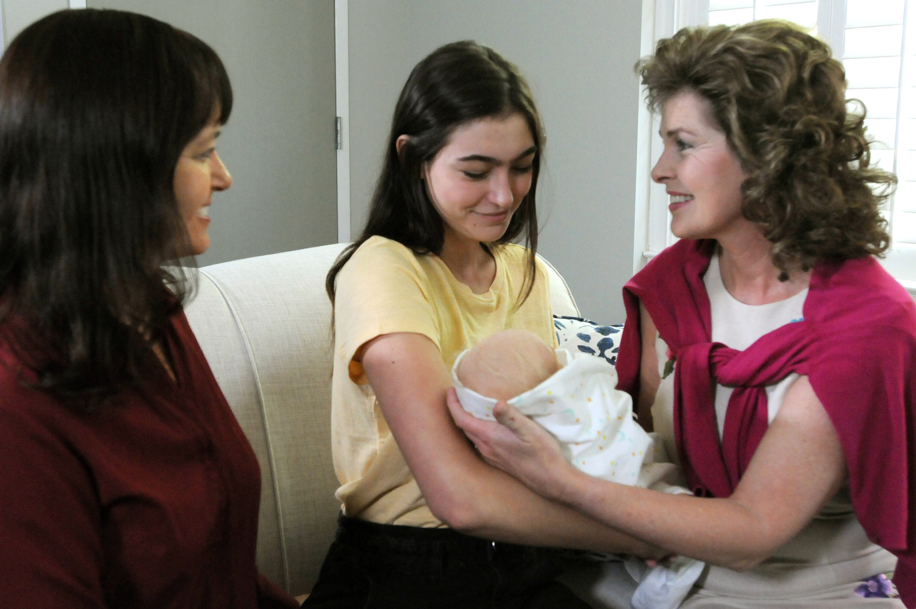 ANNA MEETING BABY STEPHANIE